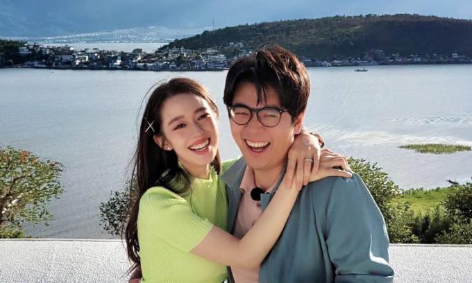 Lang Lang đăng ảnh chụp cùng vợ trên mạng xã hội, báo tin sắp đón con đầu lòng. Ảnh: Lang Lang Twitter.