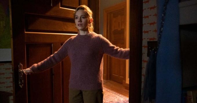 Victoria Pedretti trong phim. Cô sinh ngày 23/3/1996 tại Pensylvania, Mỹ.