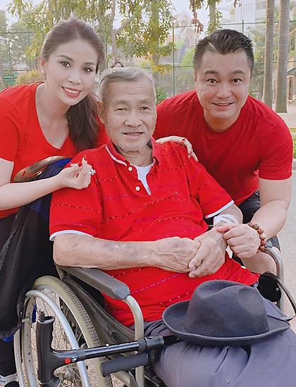 Lý Huỳnh (giữa) bên con trai Lý Hùng và con gái Lý Hương. Ảnh: Lý Hùng.