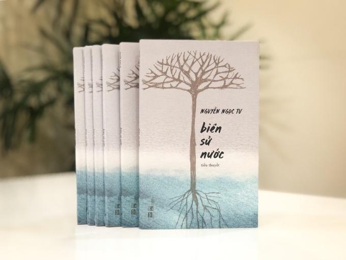 Biên sử nước hiện có trên 3.000 đơn đặt hàng từ các nhà phát hành. Nhà văn Nguyễn Ngọc Tư sẽ có buổi ký tặng sách tại TP HCM vào sáng 1/11. Ảnh: Phanbook.