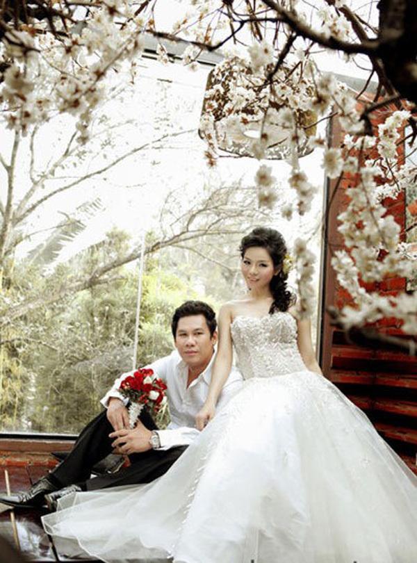 Đức Huy quen Lệ Quyên khi tham gia Singers Day năm 2008. Anh là ông chủ của phòng trà Không Tên, cháu nhạc sĩ Lê Quang. Từ đó, họ thường xuyên xuất hiện bên nhau, đồng hành trong cuộc sống và công việc. Đến năm 2010, cả hai công khai mối quan hệ và thông báo chuyện kết hôn, lúc đó Lệ Quyên có bầu được 5 tháng.