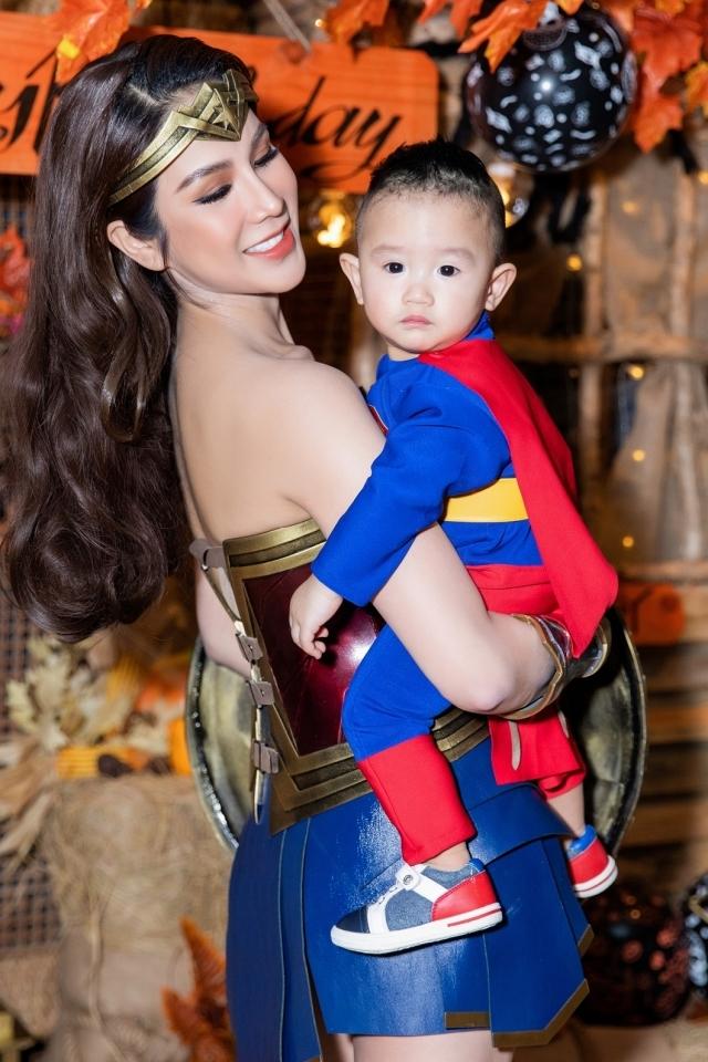 Đàm Thu Trang, Cường Đôla đi chơi Halloween  - 6