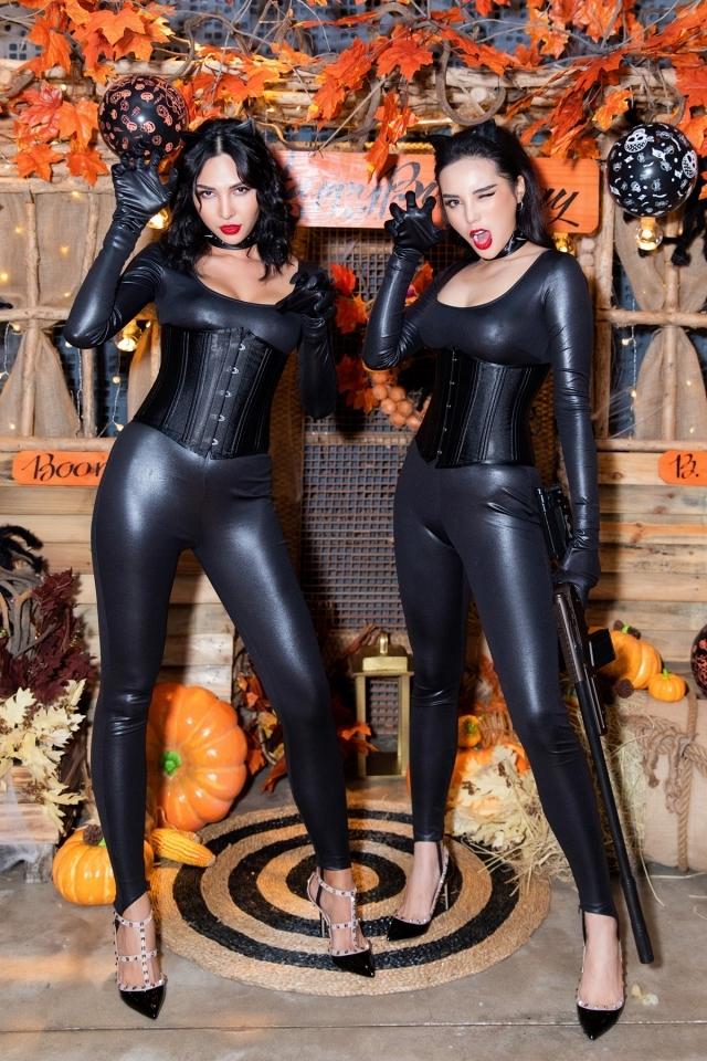 Kỳ Duyên, Minh Triệu (phải) diện đồ da đôi, tái hiện hình ảnh Catwoman.