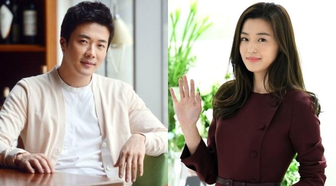 Kwon Sang Woo (trái) và Jeon Ji Hyun thường xuyên góp mặt trong danh sách đại gia bất động sản của showbiz xứ Hàn. Ảnh: Naver.