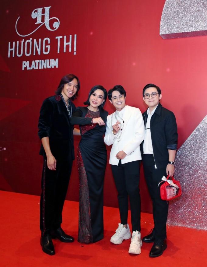 Vợ chồng Việt Hương bên khách mời.