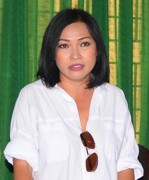 Ca sĩ Phương Thanh làm việc với Sở Thông tin và Truyền thông Quảng Ngãi, ngày 12/11. Ảnh:Thạch Thảo.
