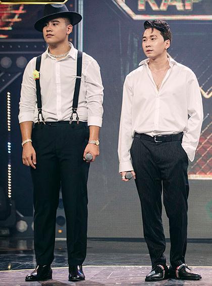 Karik (phải) và học trò GDucky biểu diễn trong chung kết trao giải Rap Việt tối 14/11. Ảnh: Vie Channel.