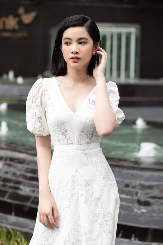 Cẩm Đan sinh năm 2002, đến từ Châu Đốc, An Giang, là một trong những gương mặt được đánh giá cao, thu hút lượng fan lớn từ vòng hồ sơ.
