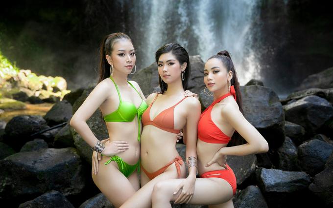 Các thí sinh thực hiện bộ ảnh khi tham gia chuyến dã ngoại cùng ban tổ chức.