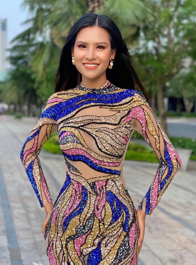 Thái Thị Hoa đạt huy chương đồng thi trang phục dạ hội. Ảnh: Cao Huy.