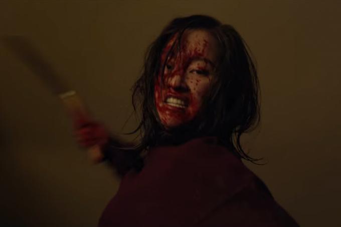 Jeon Jong Seo trong tạo hình tên sát nhân hàng loạt máu lạnh. Ảnh: Netflix.