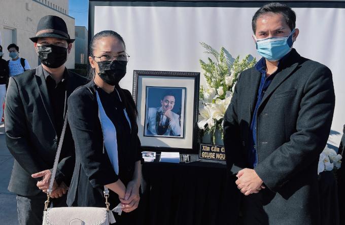 Vợ chồng Hồng Ngọc (trái) bay từ bang Texas đến Califonia để gặp cố nghệ sĩ lần cuối.