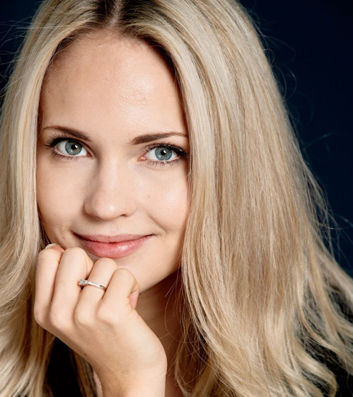Emilie Nereng - nhạc sĩ, người mẫu, blogger nổi tiếng Na Uy - xếp thứ năm. Emilie Nereng năm lần vào top 100 của TC Candler, năm ngoái, cô xếp thứ tám.