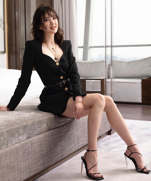 Ái nữ CEO Huawei làm người mẫu