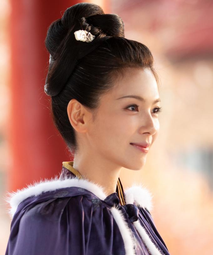 Lưu Đào đóng Lưu Nga, cô gái tài năng xuất chúng, buông rèm nhiếp chính sau khi nhà vua qua đời. Người đẹp hợp tác Châu Du Dân, Quy Á Lôi, Triệu Văn Tuyên trong tác phẩm.