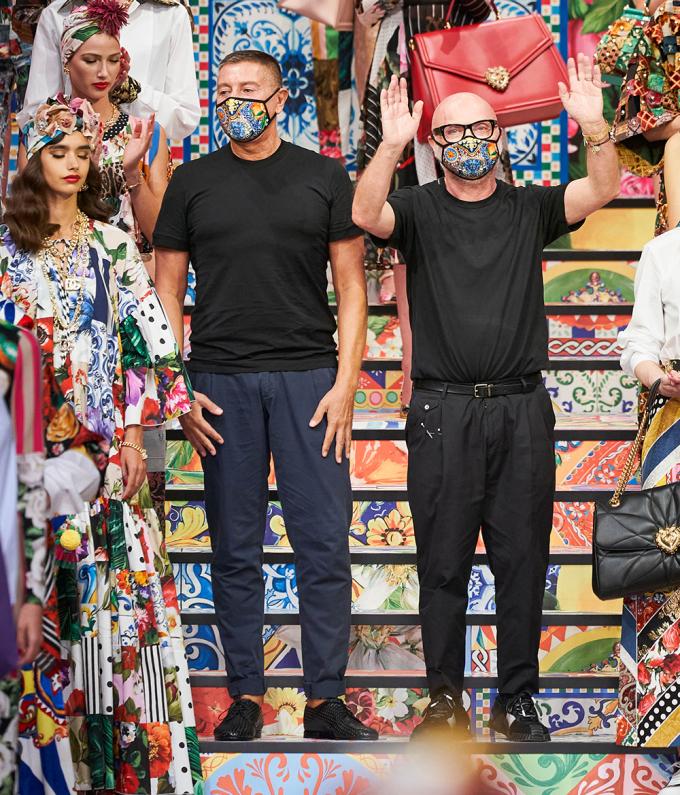 Bộ đôi nhà thiết kế của Dolce & Gabbana trong show Xuân Hè 2021. Ảnh: