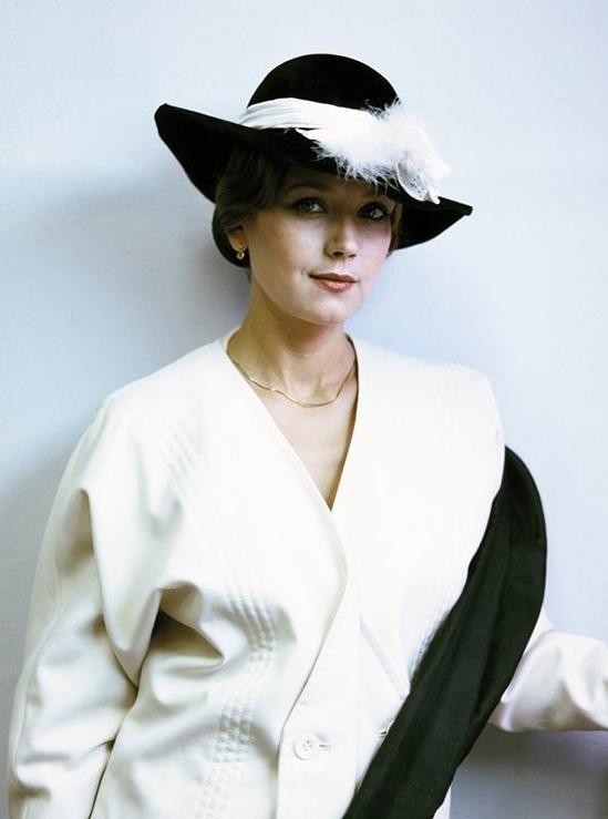 Irina Alferova được truyền thông mệnh danh huyền thoại điện ảnh, nữ hoàng nhan sắc Nga. Bà sinh ở thành phố Novosibirsk, tới Moskva học nghệ thuật sau khi tốt nghiệp trung học. Irina đóng phim đầu tiên năm 1970, khi còn là sinh viên. Năm 1972, đạo diễn Vasily Ordynsky mời Irina đóng nữ chính Dasha trong phim truyền hình Road to Calvary (Con đường đau khổ). Tác phẩm thành công rực rỡ, đưa Irina Alferova thành minh tinh hàng đầu.