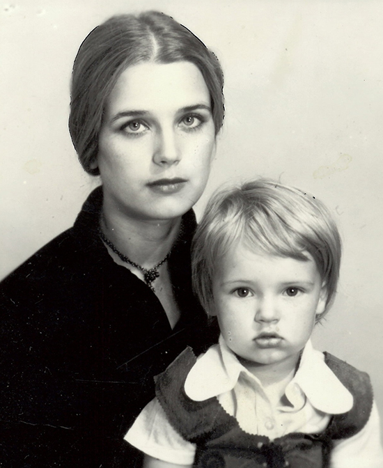 Irina Alferova và Kseniya Alfyorova - con gái với người chồng đầu tiên, Boyko Gyurov. Sau khi ly hôn, bà đi bước nữa với Alexander Abdulov, chuyện tình tan vỡ năm 1993. Năm 1995, bà kết hôn lần ba cùng diễn viên Sergei Martynov. Con gái của Irina Alferova nối nghiệp mẹ.