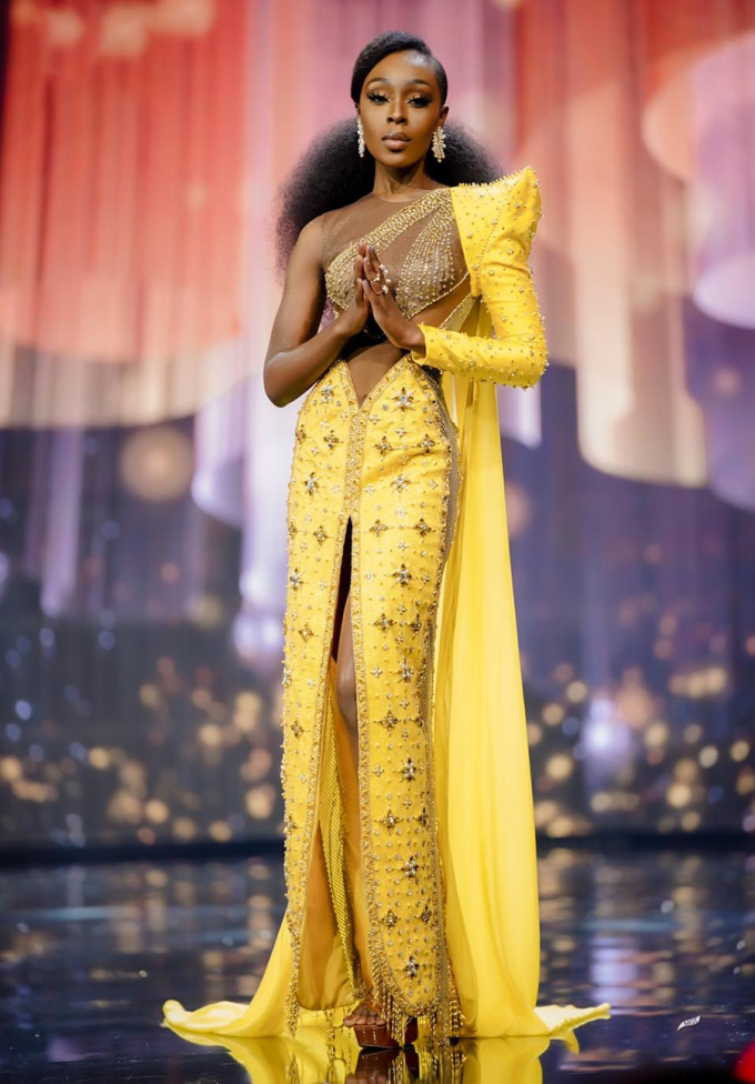 Cô sinh ngày 2/6/1993 tại Accra, Ghana, tốt nghiệp ngành Thời trang tại Đại học Radford ở Ghana. Cô từng đại diện Ghana thi Hoa hậu Trái đất 2019 và vào top 20, Hoa hậu Hoàn vũ 2014. Ảnh: Miss Grand International.