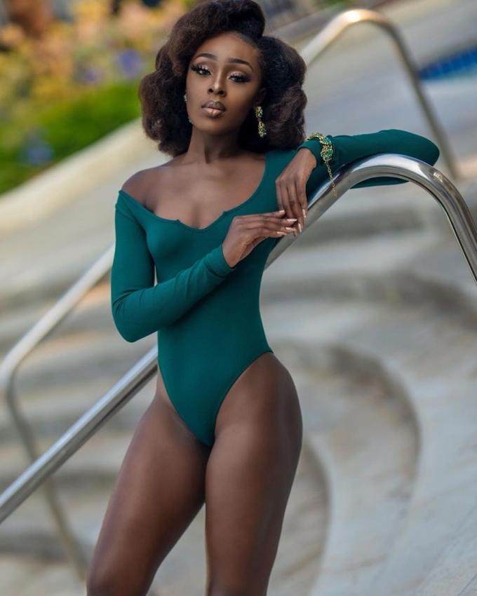 Cô bắt đầu làm mẫu từ năm ba tuổi. Năm 2013, cô chiến thắng Top Model Ghana, sau đó, đại diện tham dự Top Model of The Wolrd tại Ai Cập. Năm 2015, cô đăng quang Miss Talent Ghana. Cô hiện là gương mặt quen thuộc của các nhà thiết kế và sàn diễn thời trang trong, ngoài nước. Ảnh: Instagram abenaakuaba.