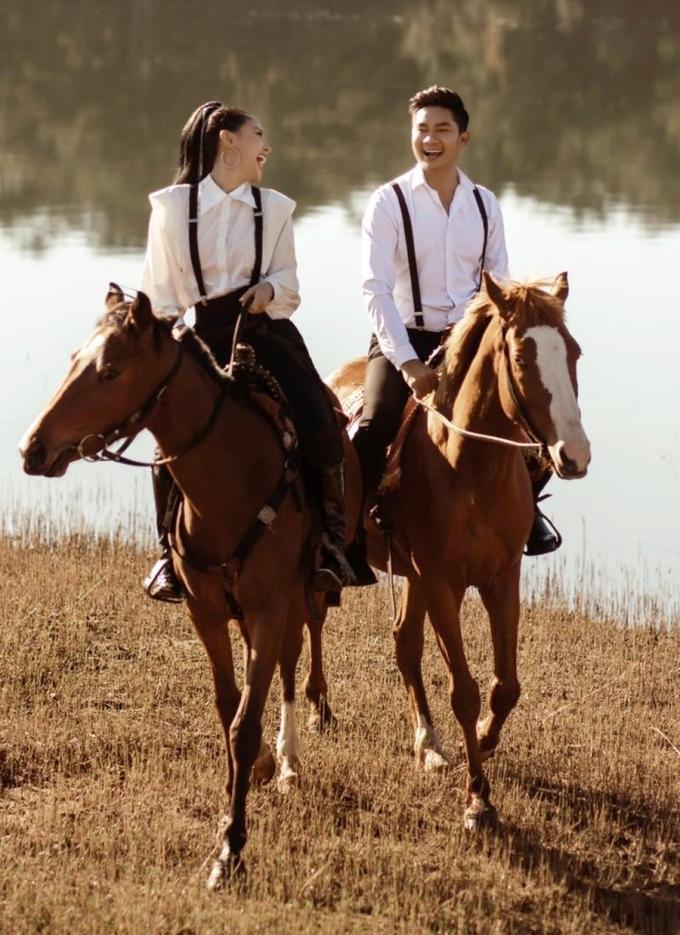 [Caption] Cả hai đang lên kế hoạch chụp hình cưới, chuẩn bị tổ chức hôn lễ