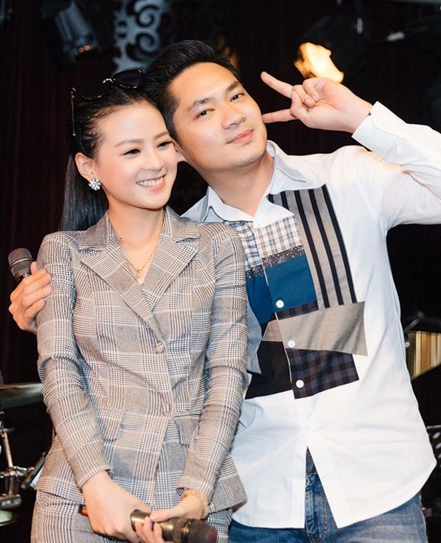 Cả hai trong hậu trường tập luyện chuẩn bị cho minishow kỷ niệm 5 năm ca hát của Minh Luân.