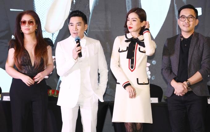 Quang Hà (cầm mic) bên Lệ Quyên (váy trắng), Minh Tuyết (trái) tại họp báo chiều 12/4. Ảnh: Mạnh Nguyễn.