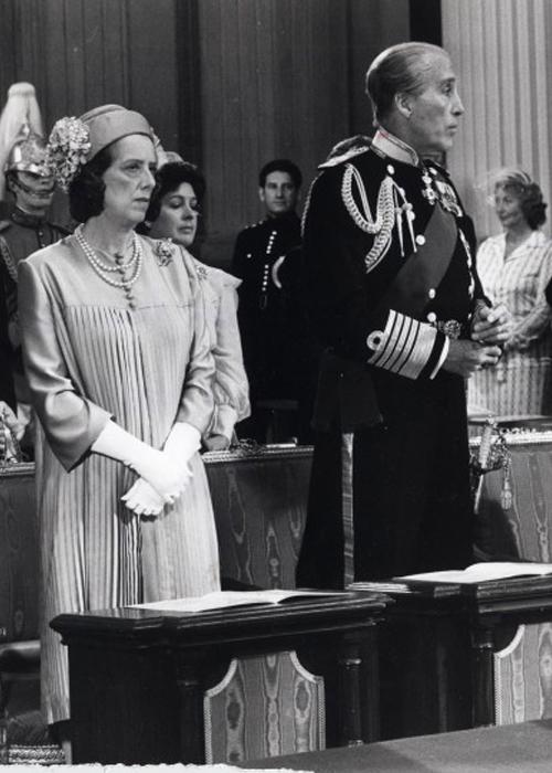 Christopher Lee (phải) trong vai Hoàng thân Philip. Ảnh: Handout.