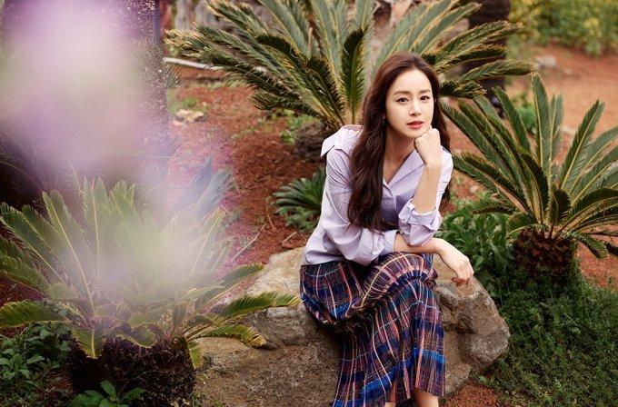 kim-tae-hee-5-1512-1620109763.jpg?w=680&h=0&q=100&dpr=1&fit=crop&s=EHCOS1uzk7mKN9k4S6uAzw