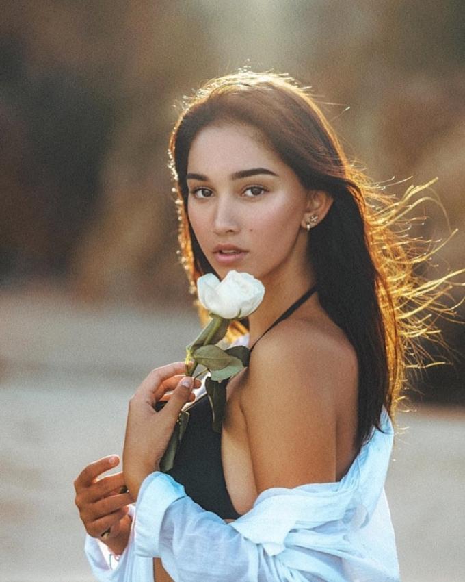 Nhan sắc Hoa hậu Hòa Bình Indonesia 2021 - 9