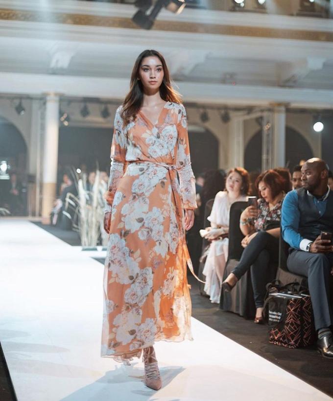 Sophia Rogan là người mẫu chuyên nghiệp, thường xuyên hợp tác các nhà thiết kế hàng đầu ở Indonesia.