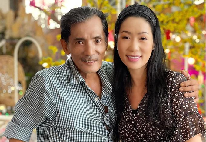 Nghệ sĩ Trịnh Kim Chi từng kêu gọi đồng nghiệp giúp tài tử Thương Tín (trái) chữa đột quỵ, ổn định nhà cửa hồi tháng 2. Ảnh: Cẩm Loan.