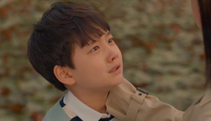 Ha Joon khóc nói nhận ra mẹ ruột qua mùi hương cơ thể. Ảnh: tvN.