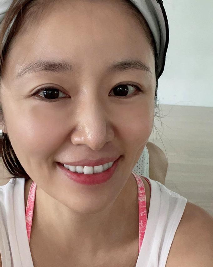 Ngày 29/5, Tâm Như đăng trên trang cá nhân ảnh gương mặt không son phấn sau khi tập gym tại nhà ở Đài Loan. Cô cho biết thích cảm giác sảng khoái, khỏe khoắn sau khi đổ mồ hôi. Ngày nào cũng ăn nhiều nên không thể không vận động, Lâm Tâm Như viết.