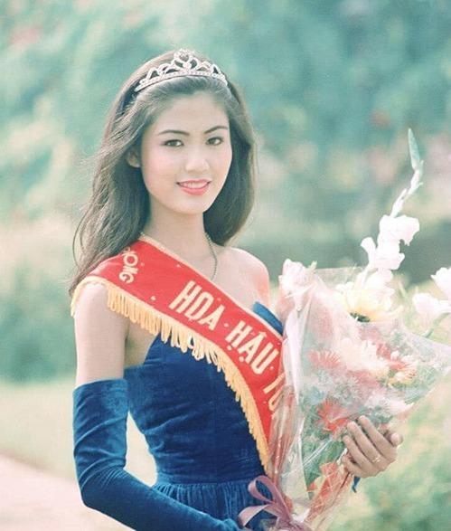 Thu Thủy khi đăng quang Hoa hậu năm 1994. Ảnh:Facebook Nguyen Thu Thuy.