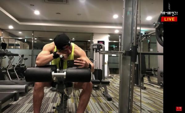 Người đàn ông được cho là chồng Choi Ji Woo. Ảnh: Youtube/Garo Sero.