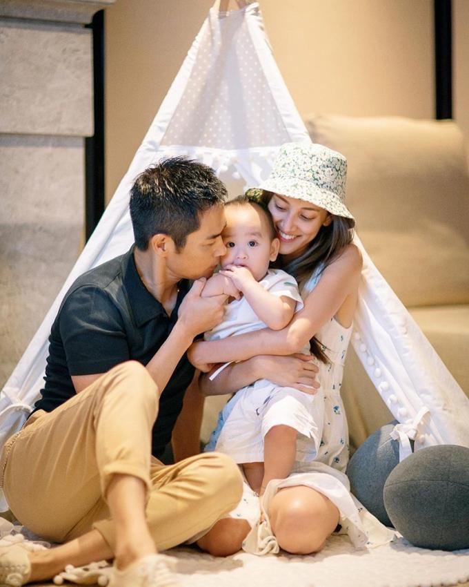 Trần Khải Lâm từng viết chồng và hai con làm cuộc đời cô nhiều niềm vui, tiếng cười, giúp cô học được cách suy nghĩ cho người khác.