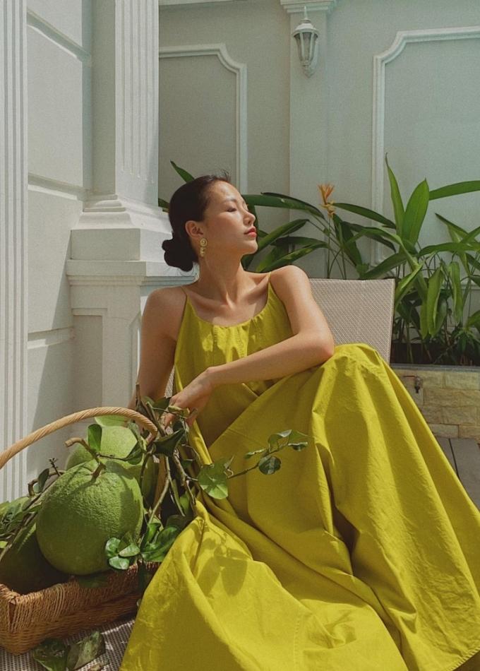 Phương Khánh tận dụng những mảng xanh của hoa cỏ và trái cây để có những bức ảnh mang tinh thần gần gũi với thiên nhiên.