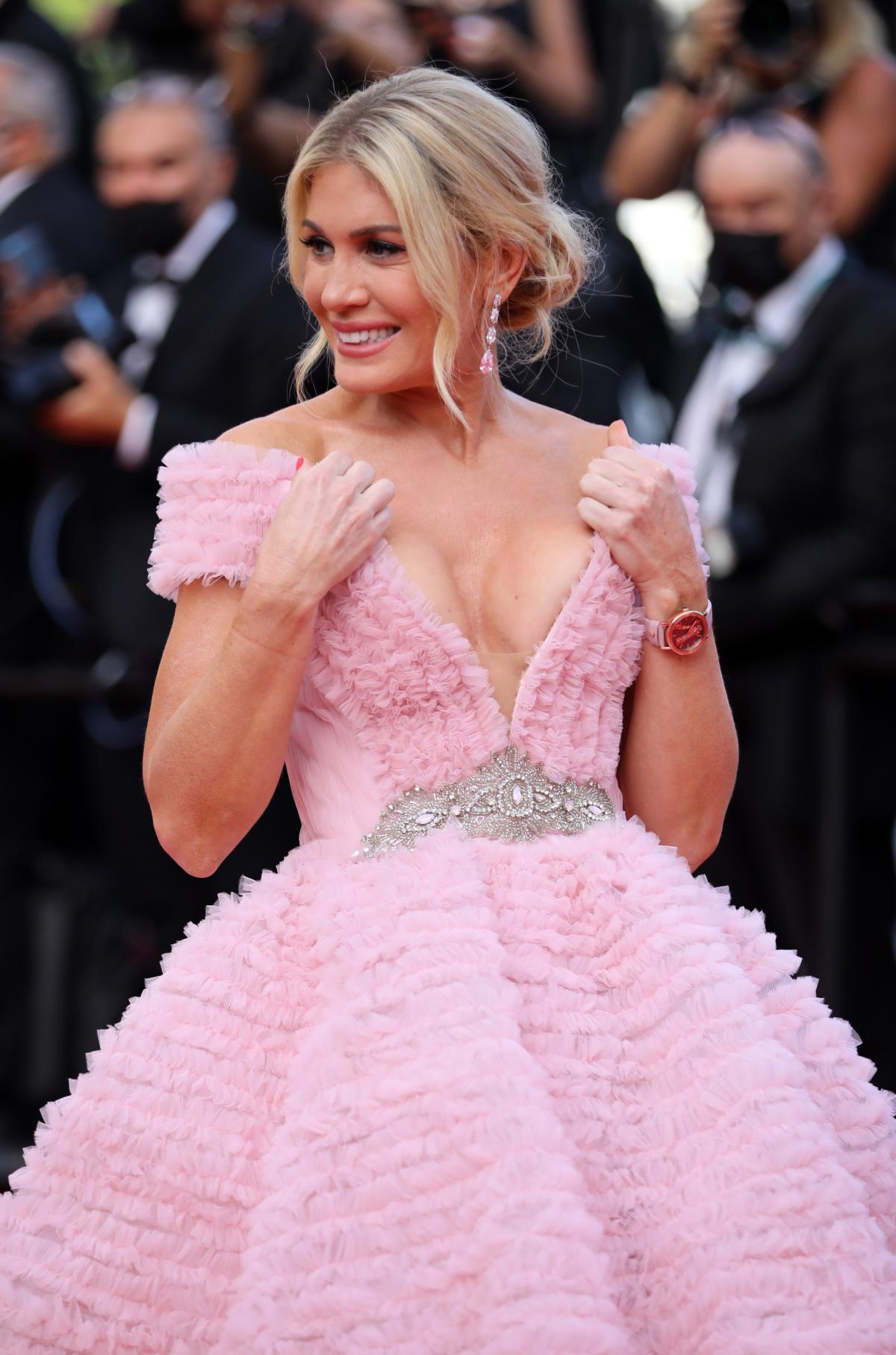 Cannes ngày cuối: Sao diện đa phong các - Ảnh 7