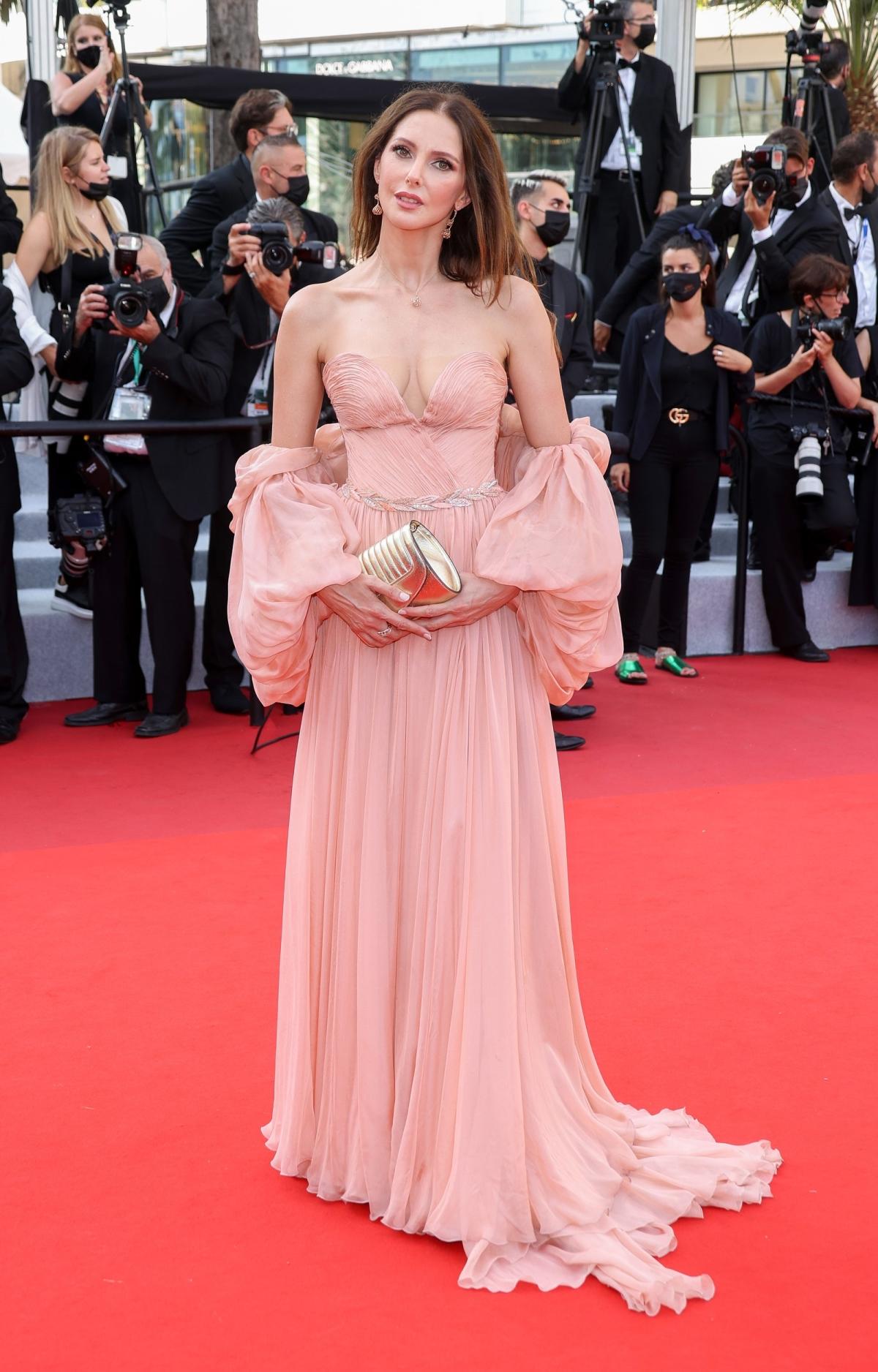Những bộ đầm ấn tượng ở Cannes 2021 - Ảnh 5