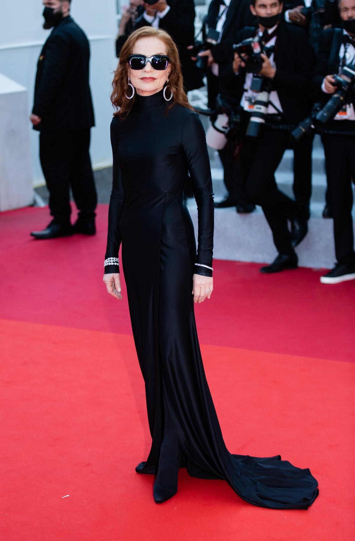 Những bộ đầm ấn tượng ở Cannes 2021 - Ảnh 3