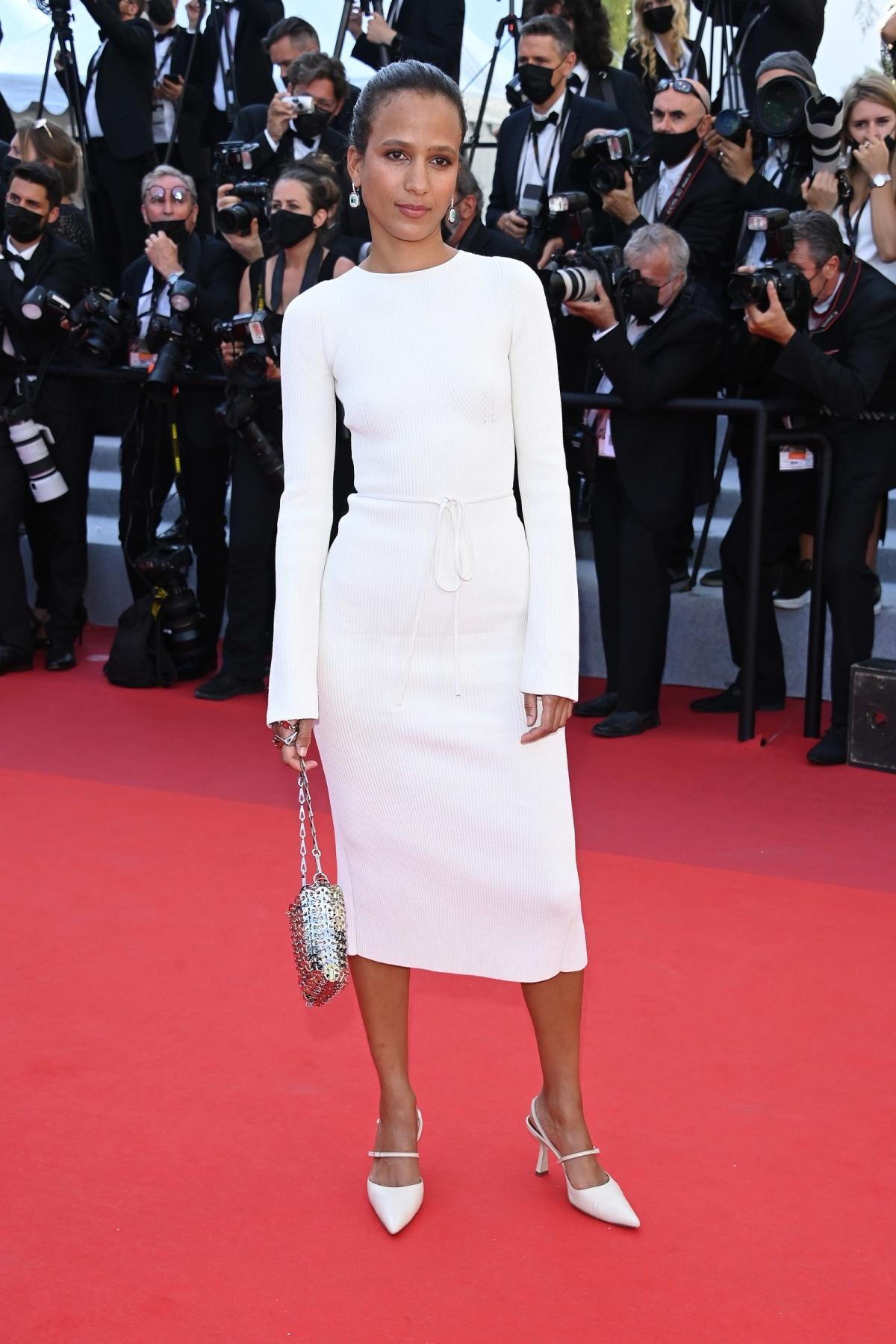 Những bộ đầm ấn tượng ở Cannes 2021 - Ảnh 10