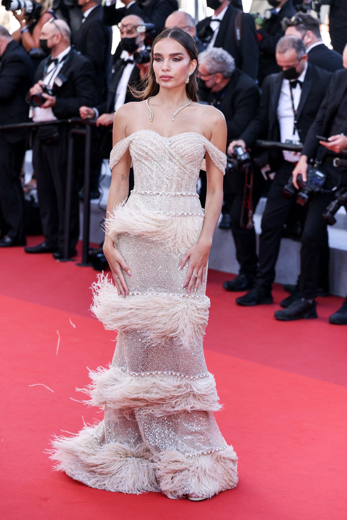 Những bộ đầm ấn tượng ở Cannes 2021 - Ảnh 12