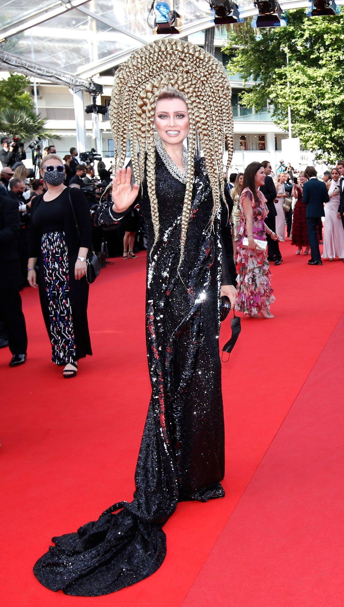 Elena Lenina - 'dị nhân' thảm đỏ Cannes - Ảnh 2