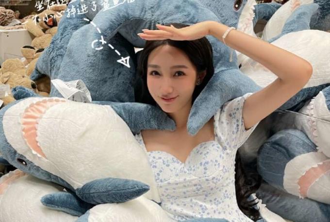 Sinh viên làm công việc của tôi.  Ảnh: Weibo / Dumeizhu.
