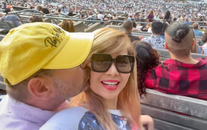 Ca sĩ Ngọc Anh 3A cùng chồng đi xem show của Christina Aguilera tại Los Angeles, California (Mỹ) hồi đầu tháng 7. Ảnh: Facebook Ngọc Anh.
