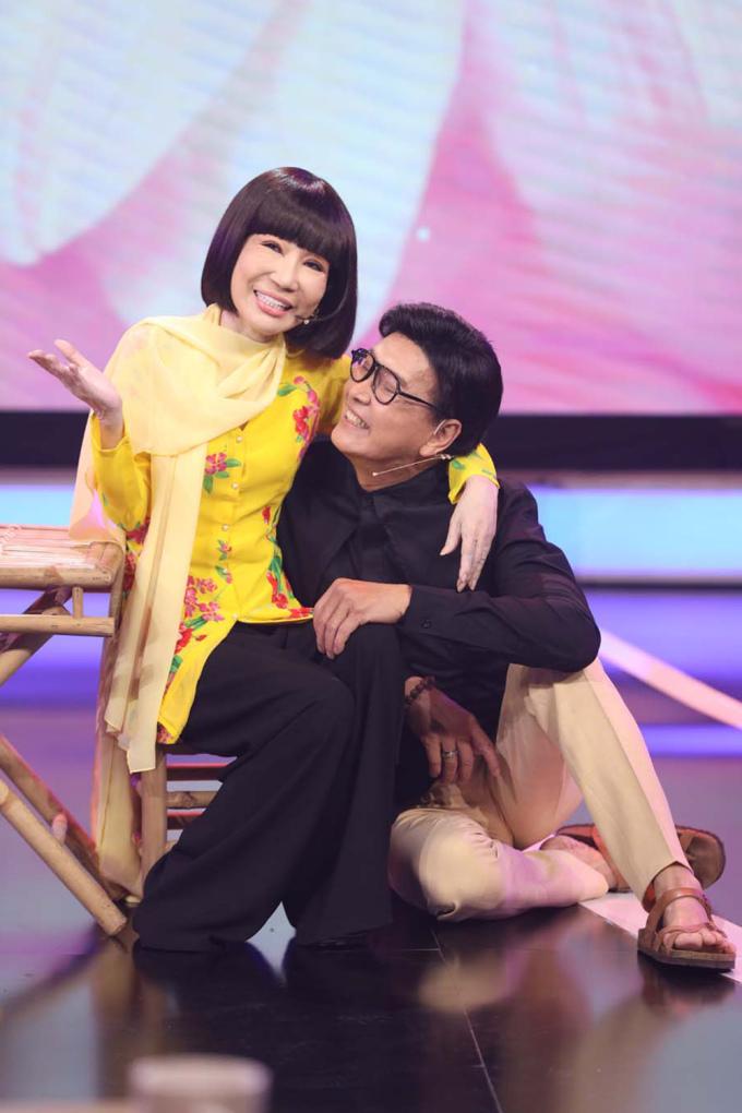 Thanh Điền, Thanh Kim Huệ hát tân cổ trong chương trình Dấu ấn huyền thoại - phát sóng tối 21/7. Ảnh: Điền Quân.