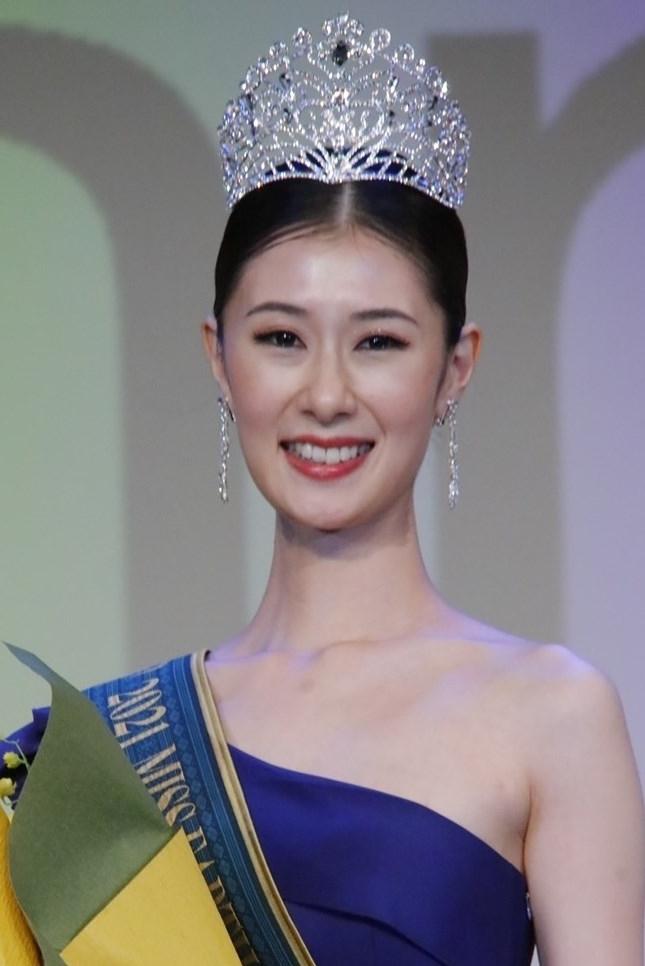 Tân Hoa hậu Trái đất Nhật Bản Konatsu Yoshida.