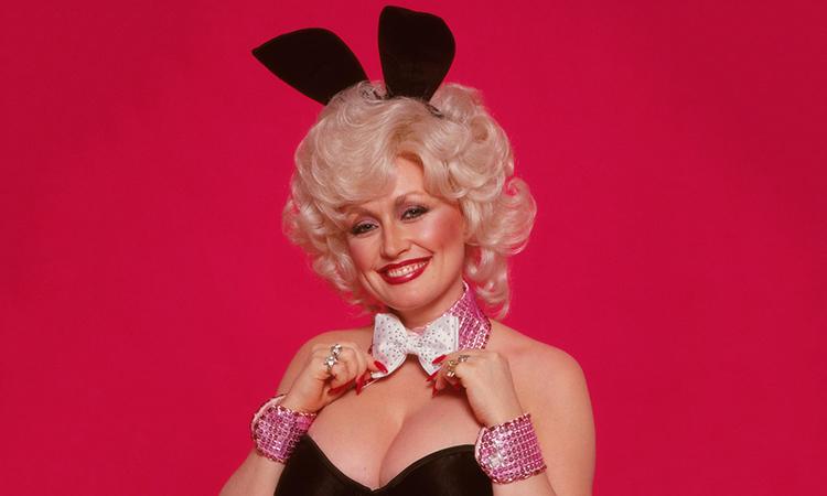 Dolly Parton mặc đồ Playboy ở tuổi 75