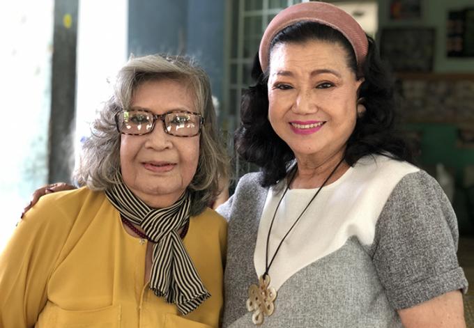Nghệ sĩ Kim Cương (phải) bên đàn em Diệu Hiền ở Viện dưỡng lão nghệ sĩ (quận 8) năm 2020. Ảnh: Mai Nhật.